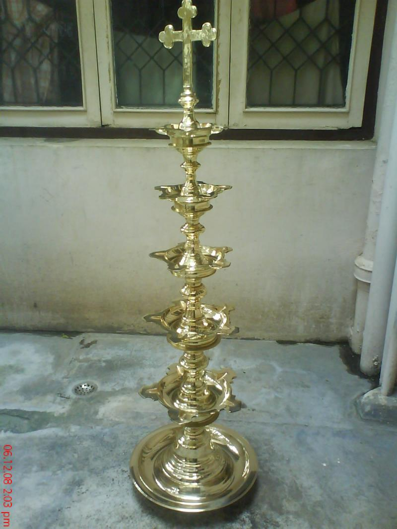 BRASS STEP LAMP WITH HOLLYCROSS